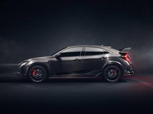 Honda   Civic Type R  Type R został opracowany w tym samym czasie, co standardowy Civic hatchback. Zostanie wyposażony w najnowszy, opracowany przez Hondę silnik benzynowy 2,0 litra VTEC TURBO.  Fot. Honda