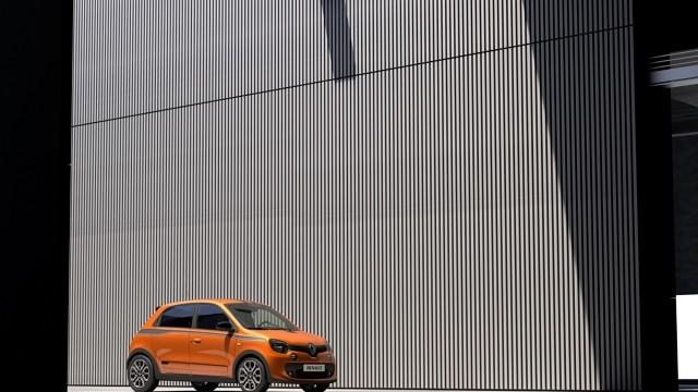 Renault Twingo GT   Za napęd odpowiada silnik 0.9 TCe, który dostarcza 110 KM i 170 Nm maksymalnego momentu obrotowego. Niestety osiągi pojazdu nie zostały podane.  Fot. Renault