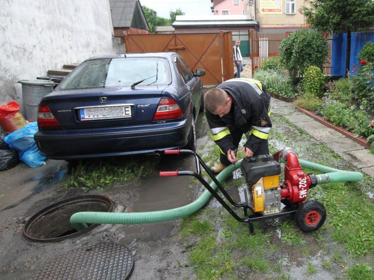 Podtopione lub zalane auto. Ubezpieczyciel pokryje nasze straty?  Fot. Aleksander Piekarski