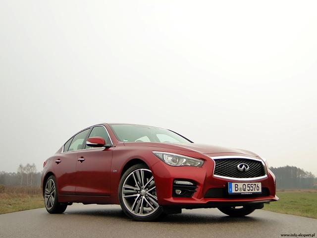 Infiniti Q50 2.2D Sport Tech  Rynek samochodów premium i luksusowych jest obecnie jednym z najszybciej rozwijających się segmentów motoryzacyjnych w Polsce. Wraz ze wzrostem popularności takich pojazdów coraz częściej wieloletnią dominację niemieckiego trio: Audi, BMW i Mercedesa próbują osłabiać kolejni konkurenci: Jaguar, Lexus lub Infiniti.  Fot. Dariusz Wołoszka – INFO-EKSPERT