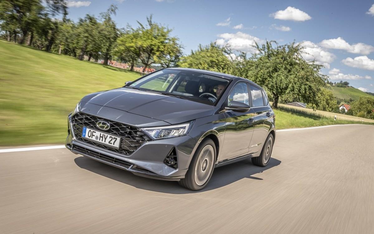 Hyundai i20   Hyundai i20 Nowej Generacji dostępny jest jako 5-drzwiowy hatchback. Klienci do wyboru mają cztery wersje wyposażenia i pięć wariantów układów napędowych, w tym hybrydy 48V.  Fot. Hyundai