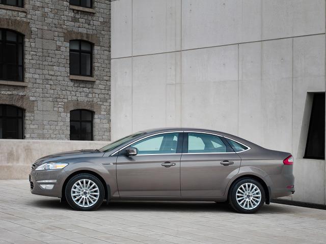 zdjęcie Ford Mondeo Sedan 2010