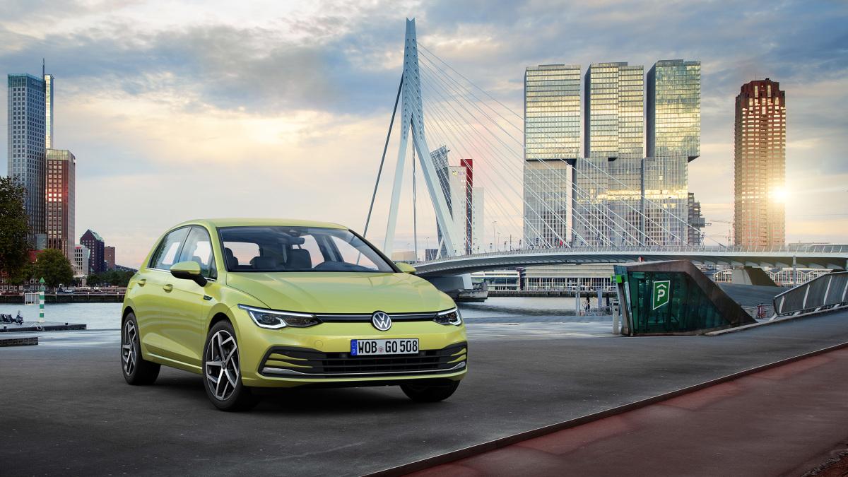 Każda marka ma – a przynajmniej tak się jej wydaje, że ma – przynajmniej jeden model, do którego porównuje się z innymi. W przypadku Volkswagena jest to bezapelacyjnie Golf, który ma być niczym wzorzec metra w Sèvres, punktem odniesienia dla innych. Bez wątpienia model ten pokazuje kierunek, w którym zmierza ten segment.  Fot. VW