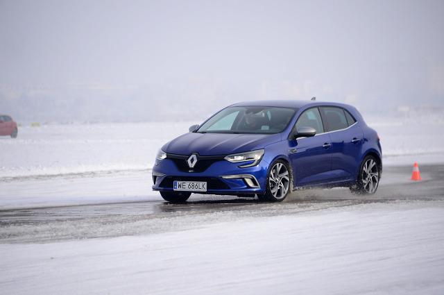 Nowy Renault Megane oficjalnie wjechał do polskich salonów. Dobrze wygląda, nieźle jeździ i nie jest drogi, ma zatem szanse na sukces / Fot. Renault