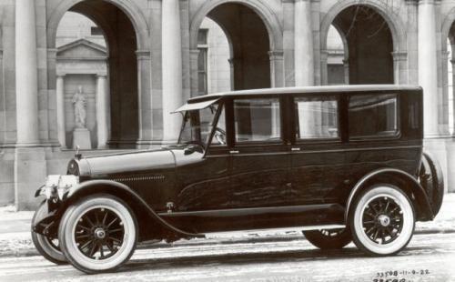 Fot. Licoln: W 1921 roku pojawił się pierwszy Lincoln, który konkurował z Cadillakiem. Lincoln był solidny, ale niebyt piękny.