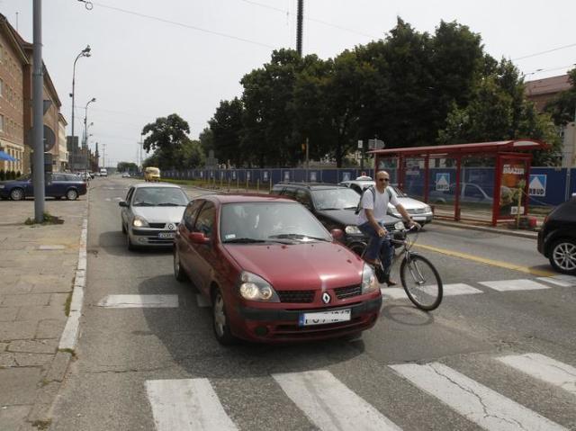 Szczecin: Kierowcy nagminnie łamią przepisy na Placu Żołnierza