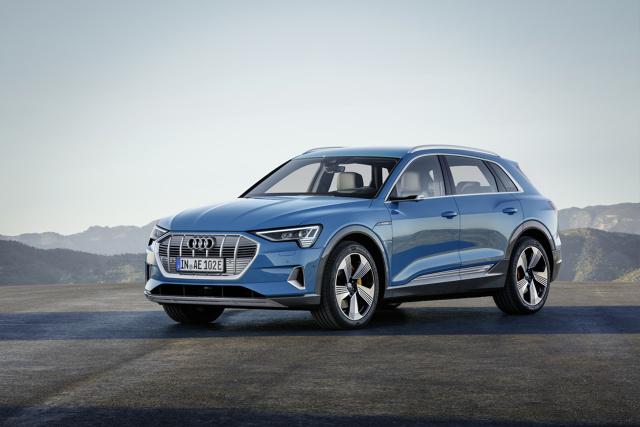 Audi e-tron   Pierwsze dostawy do klientów w Polsce rozpoczną się na początku 2019 roku.  Fot. Audi