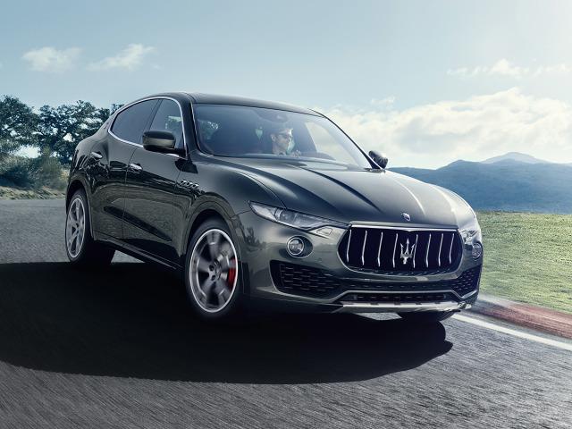 Maserati Levante   Nowy SUV Maserati opiera się na konstrukcji modeli Quattroporte i Ghibli. W zawieszeniu zastosowano dwuwahaczowy układ z przodu i wielowahaczowy z tyłu oraz system elektronicznego sterowania siłą tłumienia. Znalazły się tu równiż cztery amortyzatory pneumatyczne, oferujące pięć trybów jazdy (plus jeden dodatkowy do parkowania). Standardem jest samoblokujący mechanizm różnicowy z tyłu.  Fot. Maserati