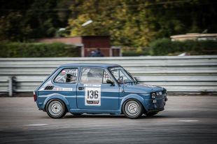 """Fiat 126p  Popularność Fiata 126p jest obecnie porównywalna do tej, którą ten samochód cieszył się w czasach swojej produkcji. Różnica polega na tym, że przed trzydziestoma laty model ten był jedną z niewielu opcji dostępnych dla """"statystycznego Kowalskiego"""" – dzisiaj natomiast stał się obiektem kultu.  Fot. ComplexPR"""