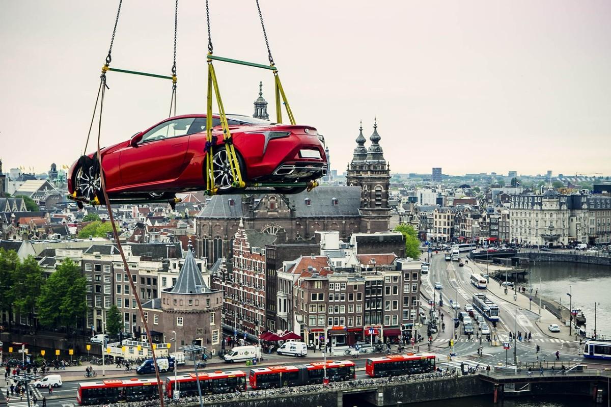Lexus LC. Podniebny pokaz - Lexus LC Pokaz Lexusa LC 500 urządzono w ... Lexus Amsterdam