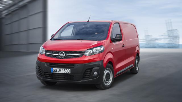 Opel Vivaro   W porównaniu z poprzednim modelem trzecia generacja Vivaro jest dostępna w trzech, a nie dwóch długościach (4,60 m, 4,95 m oraz 5,30 m). Zwiększono także ładowność (o 200 kg, do 1400 kg) oraz uciąg (o pół tony, do 2500 kg).   Fot. Opel