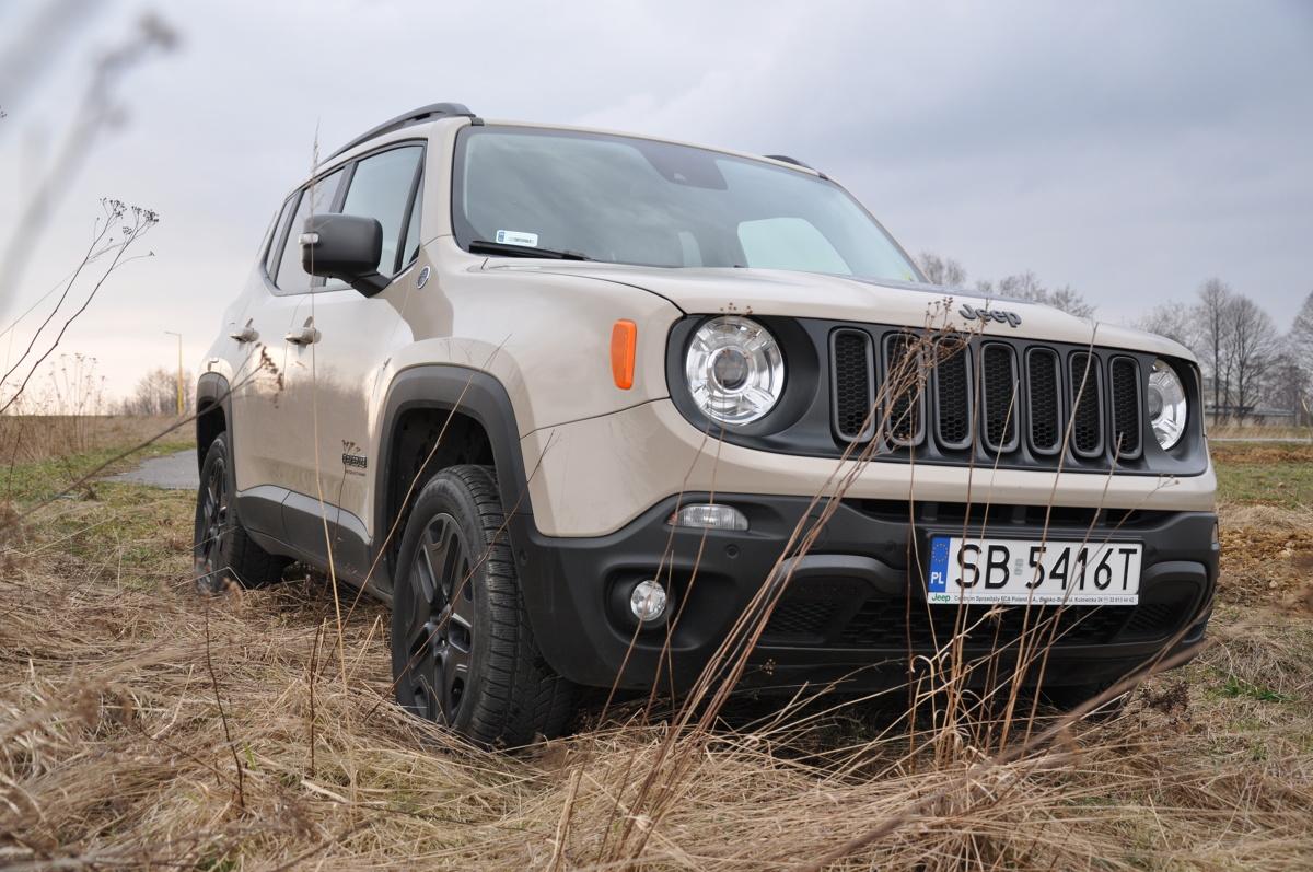 Jeep Renegade  Pod maską testowanego Jeepa pracuje silnik diesla 2.0 MJD o mocy 170 KM współpracujący z 9-stopniową skrzynią automatyczną. Zestaw ten zapewnia przyspieszenie od 0 do 100 km/h w 8,9 sekundy i prędkość maksymalną 196 km/h. Maksymalny moment obrotowy wynosi 350 Nm przy 1750 obr/min.   Fot. Marcin Rejmer