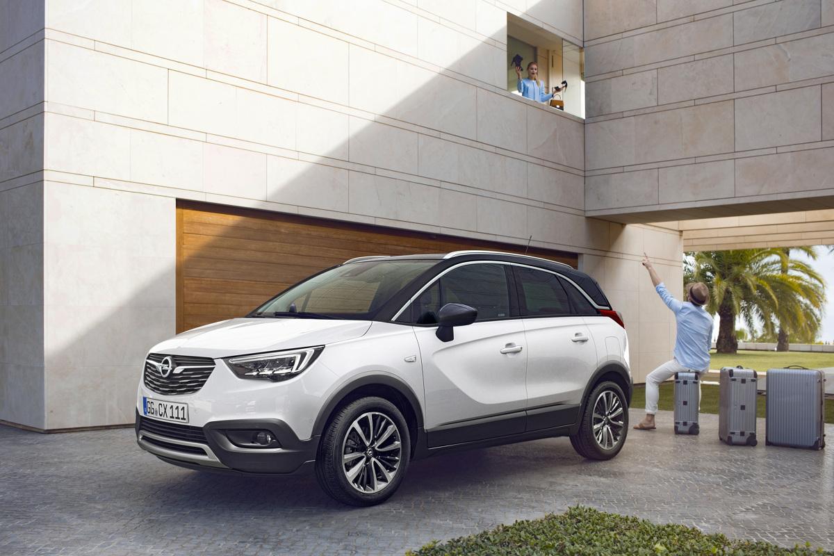 """Opel Crossland X   Crossland X to brat Opla Mokki. Samochody należą do jednego segmentu, jednak najnowsze """"dziecko"""" niemieckiej marki dedykowane jest innym kierowcom. Crossland X powstał we współpracy z Peugeotem.  Fot. Opel"""