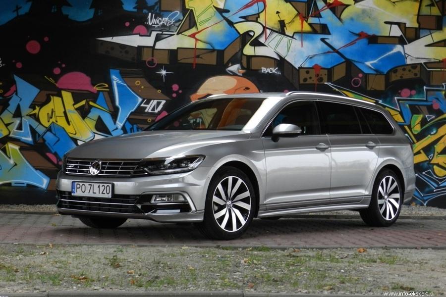 Volkswagen Passat Variant 2.0 TDI R-Line  Volkswagen Passat to światowy bestseller, który od początku swojej produkcji sprzedał się na całym świecie w liczbie przeszło 22 milionów egzemplarzy. Debiut najnowszej wersji miał miejsce w Poczdamie na początku lipca 2014 roku. Do sprzedaży trafił jednocześnie jako 4-drzwiowa limuzyna i 5-drzwiowe kombi (Variant).  fot. Robert Kulczyk – Info-Ekspert