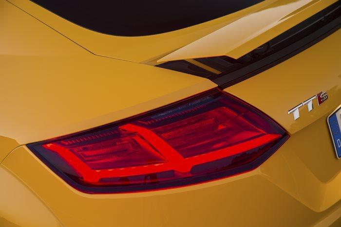Zobacz Jak Jeździ Nowe Audi Tt Wideo Audi Tt I Tts