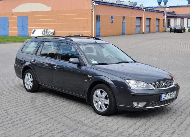 Trzecia generacja Forda Mondeo jest wciąż bardzo popularna na polskich drogach. Auto to rozważy wielu szukających przestronnego, rodzinnego pojazdu za przystępną cenę. Jakie wersje tego samochodu są najlepsze, a których unikać - o tym w naszym poradniku.  Fot. Jakub Mielniczak