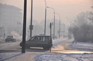 Smog w Polsce. Samorządy ograniczą ruch starych aut?
