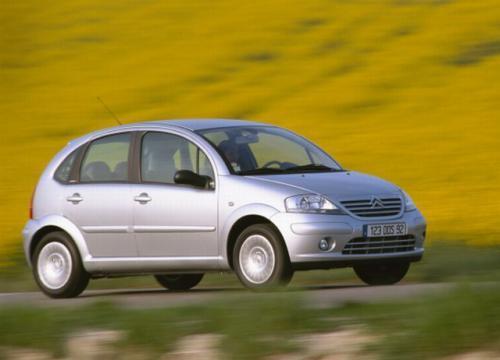 Fot. Citroen: Okazuje się, że mały samochód może być oryginalny. Citroen C3 niewątpliwie wyróżnia się wyglądem, a przy okazji ma dość przestronne wnętrze.