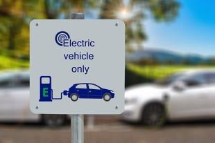 Auta elektryczne. W przyszłym roku nowe przepisy. Co się zmieni?