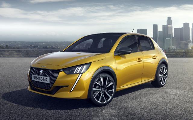 Peugeot 208   Za napęd mają posłużyć trzycylindrowe jednostki benzynowe z rodziny PureTech o mocy od 75 do 130 KM oraz wysokoprężna 1.5 BlueHDi, która oferuje 100 KM.  Fot. Peugeot