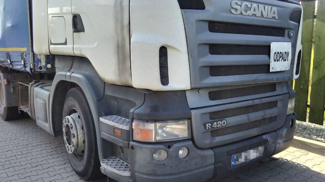 Skontrolowany przez śląską Inspekcję Transportu Drogowego kierowca, prowadził pojazd niedopuszczony do ruchu. Ciężarówka była w złym stanie technicznym. Kierowca naruszył również wakacyjny zakaz ruchu.   Fot. GITD