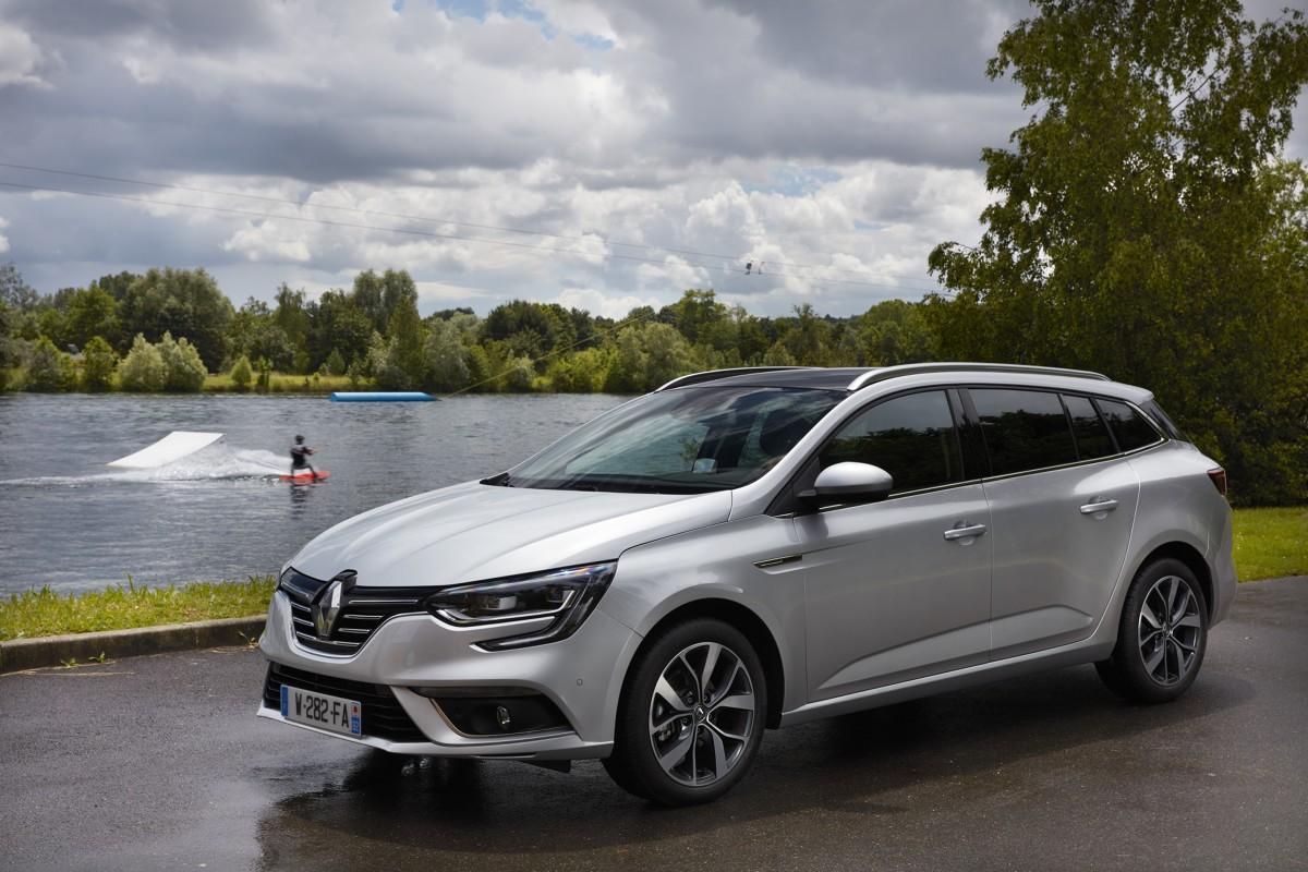 Renault Meegane Grandtour  Na Renault Megane Grandtour można już zamawiać w polskich salonach. Cennik otwiera kwota 63 900 zł za którą otrzymamy auto z benzynowym silnikiem SCe 115 w podstawowej wersji wyposażenia. Ceny samochodu z silnikiem wysokoprężnym zaczynają się od 71 900 zł.   Fot. Renault