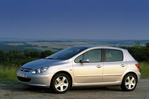Fot. Peugeot: Peugeot 307 został zaprezentowany w 2001 r. i obecnie oferowany jest w kilku wersjach nadwoziowych. Najpopularniejszą z nich jest 5-drzwiowy hatchback.