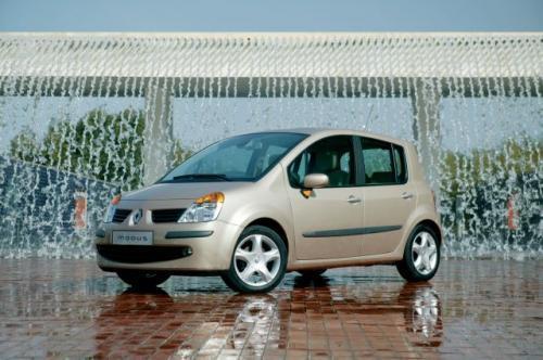 Fot. Renault: Renault Modus napędzany silnikiem 1,2 l/75 KM jest autem umiarkowanie dynamicznym, ale świetnie nadaje się do jazdy miejskiej.