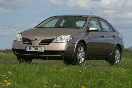 Fot. Nissan: Primera ma charakterystyczną stylizację przodu nadwozia. Oferowana jest z nadwoziem hatchback (na zdjęciu) , sedan lub kombi.