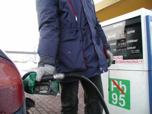 Fot. Magdalena Chałupka  Specjaliści oceniają, że cena litra benzyny może osiągnąć magiczną kwotę 5 zł.