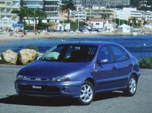 Fot. Fiat: Fiat Brava z nadwoziem 5-drzwiowym uchodzi za dość obszerny pojazd rodzinny. Zwraca uwagę ładna linia nadwozia. Oferta używanych samochodów jest dość bogata.