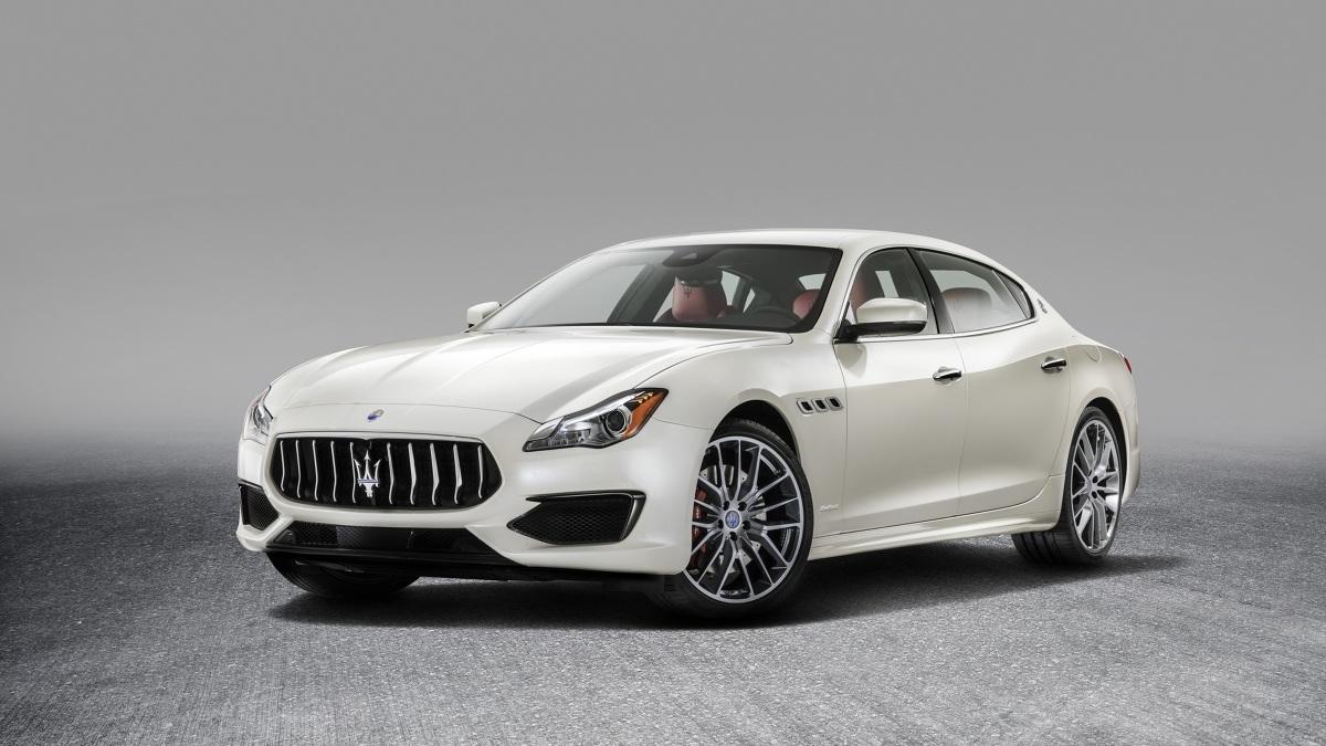 Maserati Quattroporte  Dostrzec możemy m.in. nowy grill oraz zderzak. Pojawiły się również aerodynamiczne dodatki i czarne akcenty.  Fot. Maserati