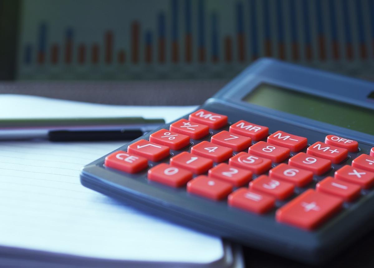 Rok 2020 zaczął się bez większych zmian dla przeciętnych stawek OC - wynika z raportu rocznego Punkty analizującego ceny polis sprzedanych przez multiagencję. W I kwartale 2020 roku średnia cena za obowiązkową polisę wyniosła 657 zł - o 3 proc. mniej niż w porównywalnym okresie w ubiegłym roku. W zestawieniu z IV kwartałem 2019 roku różnica wyniosła zaledwie 3 zł.  Fot. Pixabay.com