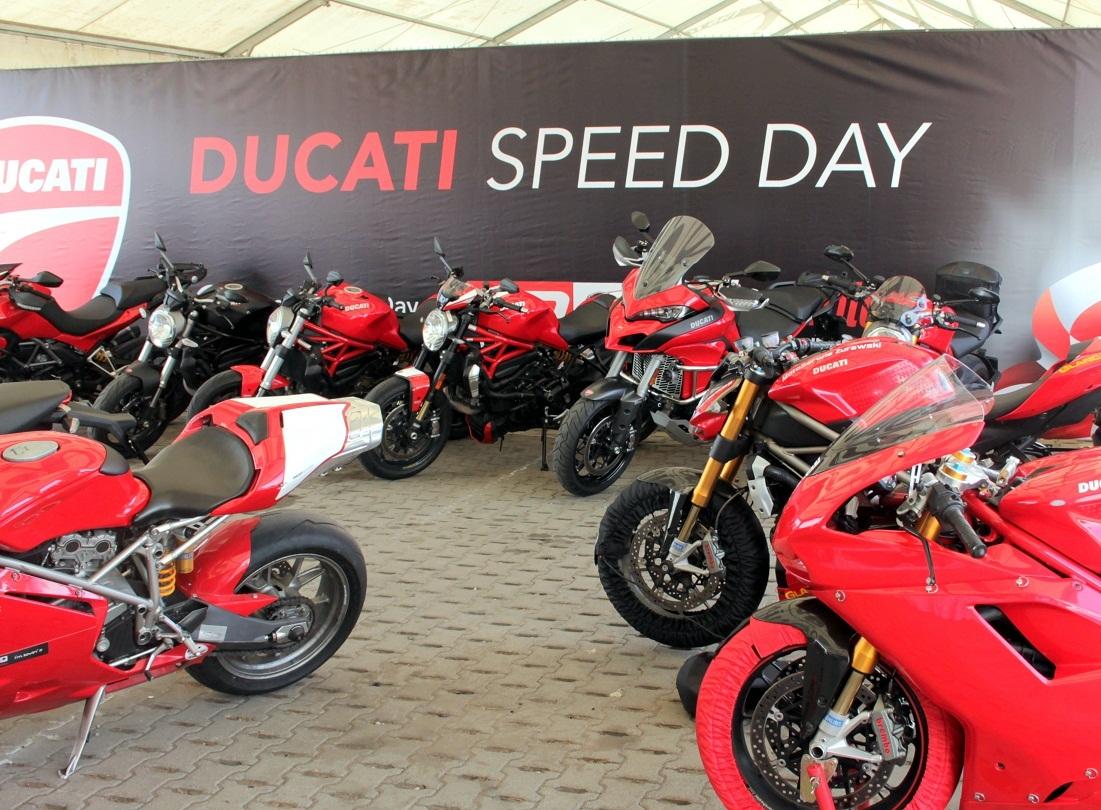 Gorący Ducati Speed Day  Już chwilę po ósmej rano w boksie Ducati zaczęło być gwarno. Słoneczna pogoda i wysoka frekwencja zapowiadały naprawdę ciekawy dzień na Torze Poznań.  Fot. Ducati