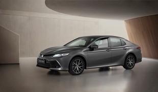 Toyota Camry Hybrid. Co zmienia lifting?