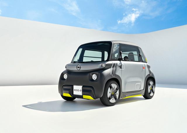 Opel Rocks-e  Opel przedstawia nowego Opla Rocks‑e, czyli pierwszy pojazd reprezentujący segment SUM – Sustainable Urban Mobility (zrównoważona miejska mobilność). W Niemczech mogą go prowadzić młode osoby, które ukończyły 15 lat   Fot. Opel