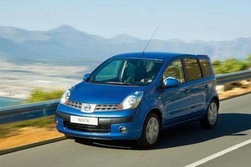 Fot. Nissan: Nissan Note ma zaspakajać oczekiwania szerokiej rzeszy nabywców. Wykorzystuje przedłużoną płytę podłogową stosowaną również w autach: Nissan Micra, Renault Modus i Renault Clio III.
