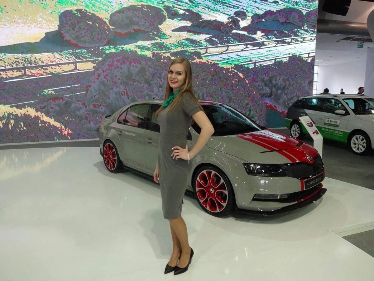 Skoda na Poznań Motor Show  Wszyscy wystawcy skrupulatnie przygotowali się do targów. Największym stoiskiem dysponowała Grupa Volkswagena, która zajmowała całą halę 3A. Swoje nowości zaprezentowała w niej Skoda.  Fot. Tomasz Szmandra