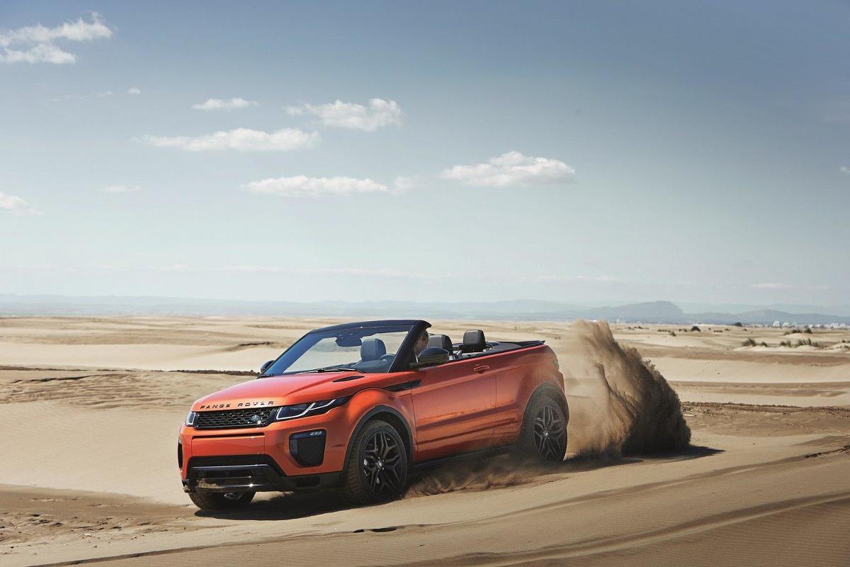 Bazą do stworzenia auta był 3-drzwiowy model Evoque. Pojazd waży 1936 kg, a dach będzie można złożyć podczas jazdy do prędkości 48 km/h. Cała operacja zajmie 18 sekund, a jego rozkładanie potrwa 21 sekund. Wiadomo, że bagażnik pomieści 251 litrów / Jaguar Land Rover