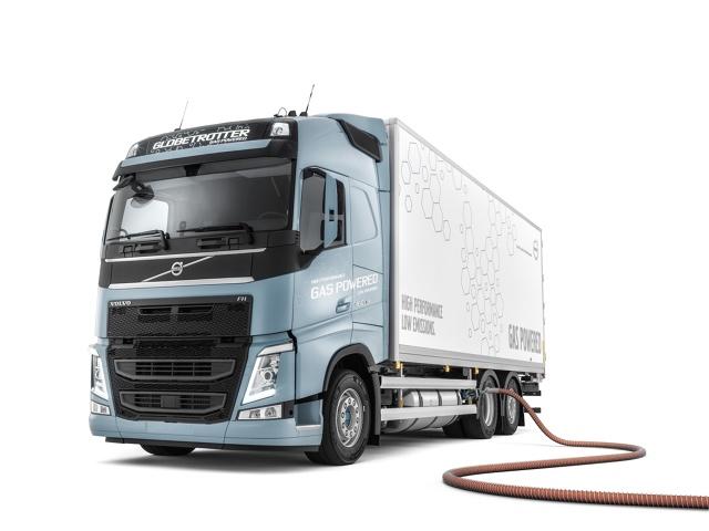 Samochody dostawcze i ciężarowe napędzane gazem lub prądem niedługo będą normą. Wkrótce pojazdy ciężarowe nie będą się mogły zderzać. A czy będą jeździć bez kierowców? O tym dyskutowali uczestnicy panelu na forum w Krynicy.  Fot. Volvo