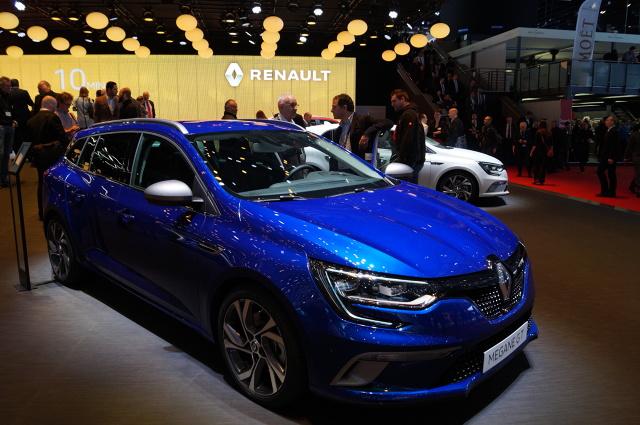 Renault Megane Grandtour   Pojemność bagażnika to 521 litrów - 3 litry mniej niż w trzeciej generacji.  Fot. Tomasz Szmandra