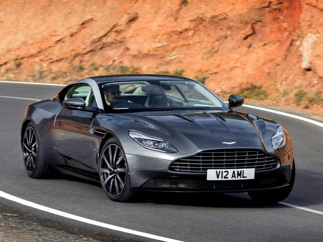Aston Martin DB11  Pierwszą nowością ma być Aston Martin DB11 - egzemplarze modelu trafią na rynek dopiero latem. Nie przeszkadza to jednak w tym, aby już zamówić samochód, a jak ostatnio informowano chętnych nie brakuje. Brytyjska marka zebrała ponad 1 400 zamówień na auto. Dla porównania roczna sprzedaż marki wynosi około 4 000 aut.   Fot. Aston Martin