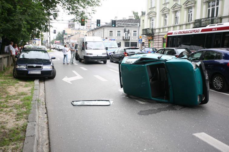 Co powinien zrobić świadek wypadku samochodowego? Poradnik