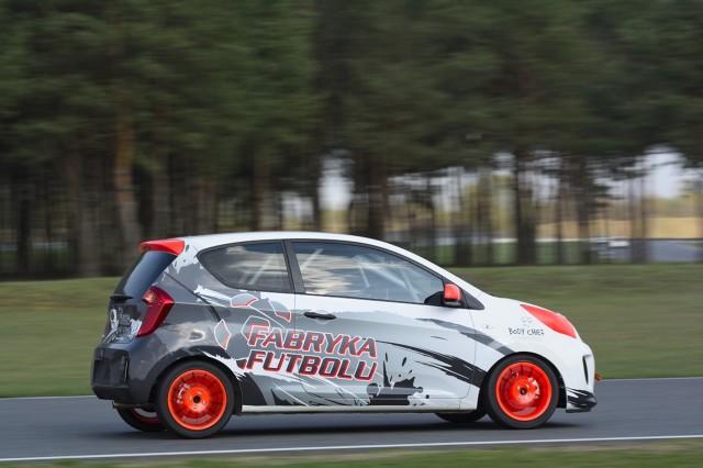 9 z 15 zawodników, którzy już za tydzień wystartują w 11. sezonie Mistrzostw Polski Kia Picanto, ma za sobą łącznie 11 lat startów w tych mistrzostwach. Najmłodszy z tegorocznych uczestników KIA LOTOS RACE ma zaledwie 14 lat, najstarszy – 48. Średnia wieku kierowców, którzy będą brali udział w wyścigach wynosi niecałe 26 lat / Fot. Kia