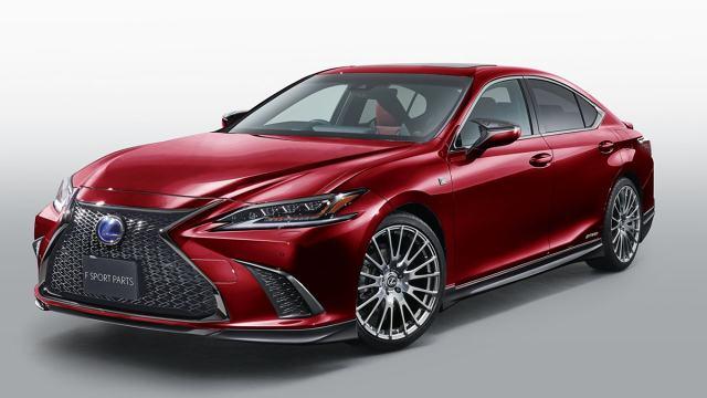 Lexus ES  Nowy Lexus ES zadebiutował oficjalnie dopiero pół roku temu, a japoński oddział Toyota Racing Development przygotował już kilka interesujących elementów pozwalających na zarówno optyczny, jak i mechaniczny tuning limuzyny.  Fot. TRD