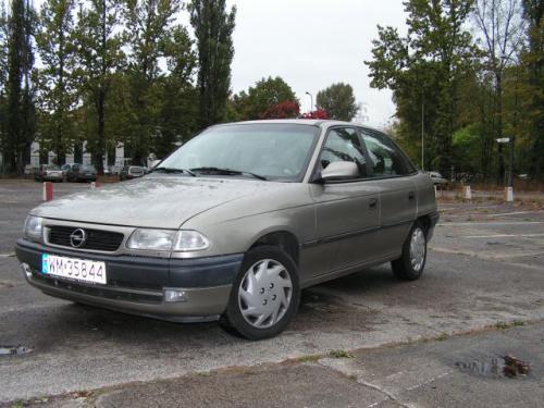 Fot. R. Polit: Wersja sedan cieszyła się większą popularnością niż hatchback.