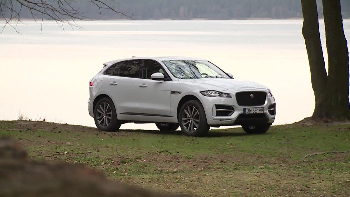 Jaguar F-Pace  Podstawowy silnik 2.0 dostarcza 180 KM i 430 Nm. Większa jednostka wysokoprężna 3.0 V6 oferuje 300 KM i 700 Nm. Podstawowym benzynowym silnikiem jest natomiast 2.0 (240 KM i 340 Nm). Przewidziano także motor 3.0 V6 (340 KM i 380 KM).  Fot. TVN Turbo / x-news