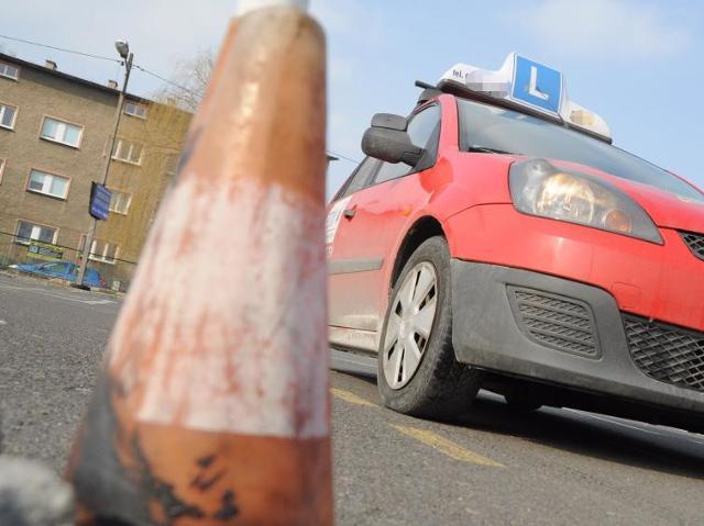 Wypadek podczas egzaminu na prawo jazdy. Zobacz film