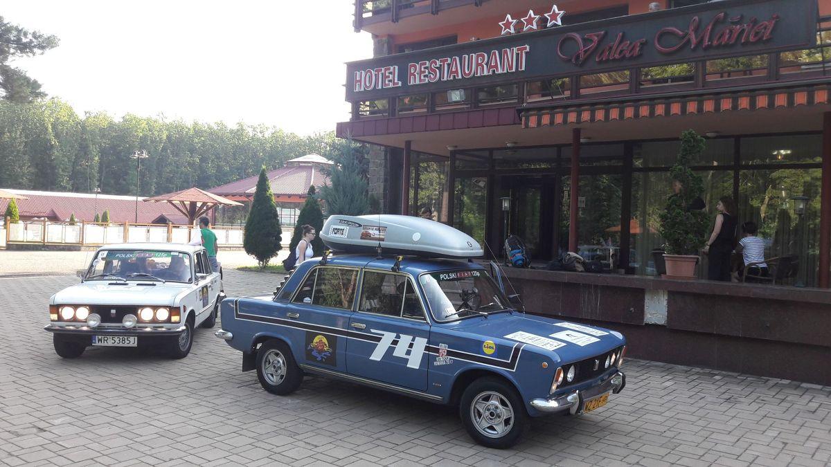 3 tysiące kilometrów, piękne widoki i wspomnień czar… Tak w skrócie prezentuje się Caravana Go Romania, w ramach której Dacie, Fiaty 126p, Polonezy i Fiaty 125p ruszą w historyczną trasę, którą w czasach PRL-u przemierzali Polacy odwiedzający Rumunię.   Fot. materiały prasowe