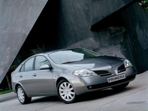 Fot. Nissan: Nissanowi zarzucano, że ma nienowoczesne nadwozia. Primera wygląda bardzo nowocześnie. Oferuje się wersję sedan (na zdjęciu), liftback i kombi.